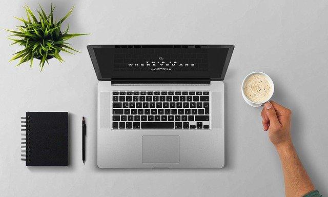 Laptop zuhause, Bild von Kevin Phillipsauf Pixabay